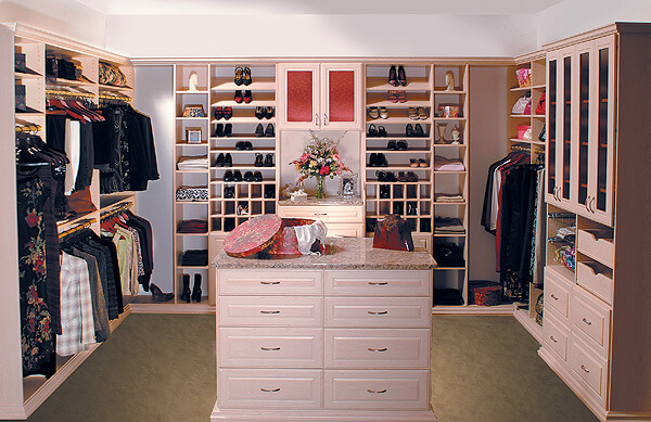 Stylish-Walk-in-Closet